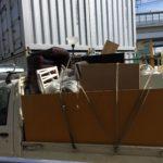 軽トラックに渋谷区の生前整理(遺品整理)の荷物を積み終えたところ