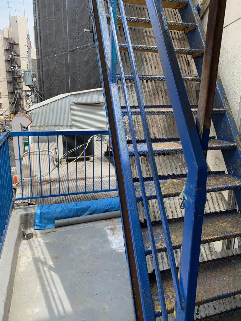 遺品整理と残置物処分の回収撤去後の写真(世田谷区)(屋上階段)