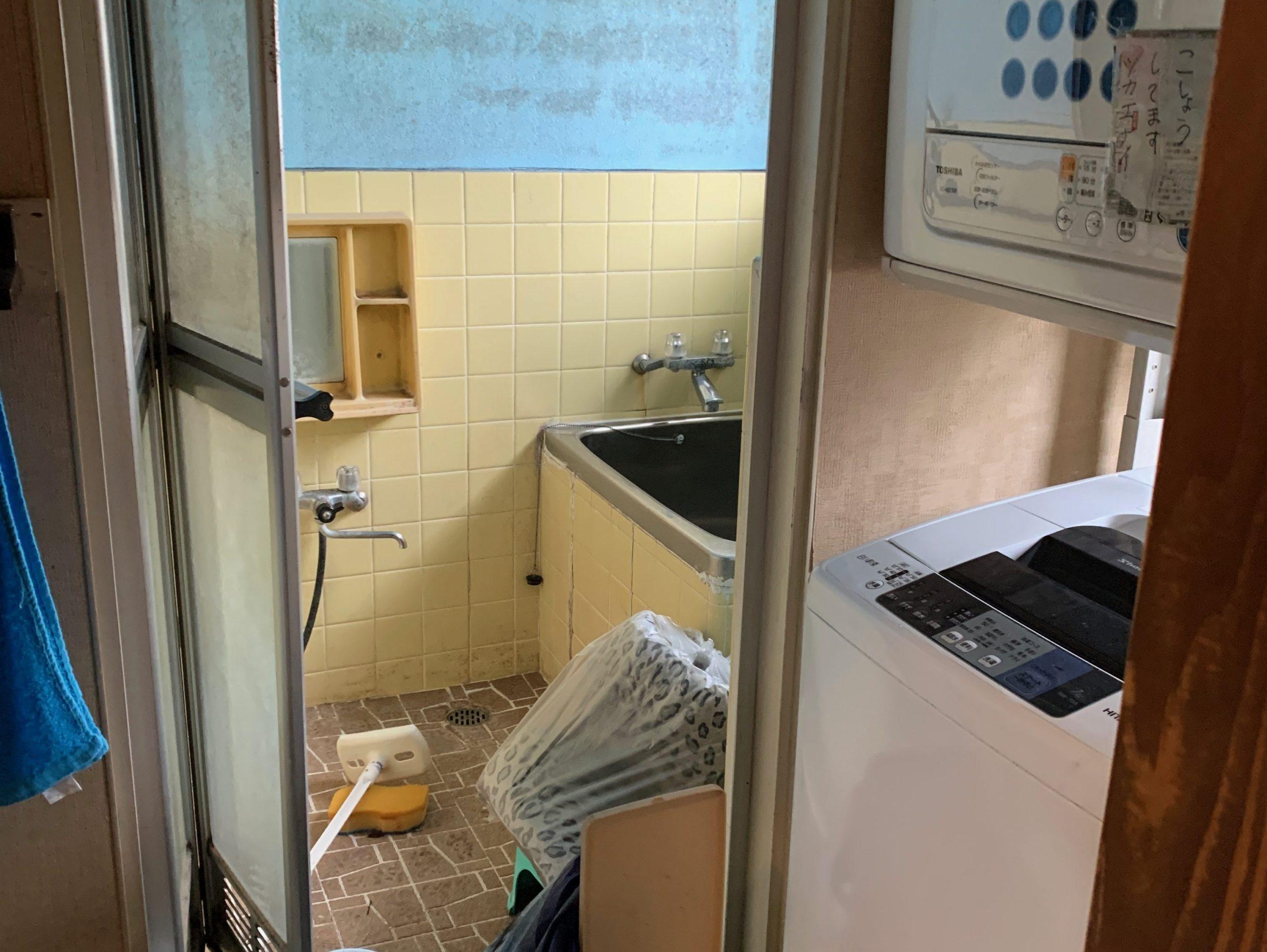 一軒家の生前整理前の写真(二階お風呂場)品川区